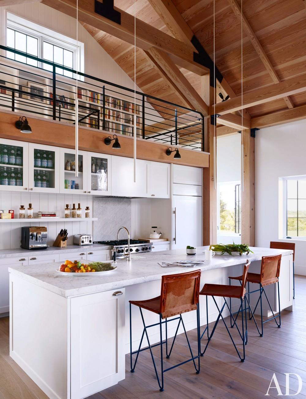Modern Kitchen by Ashe + Leandro and Ashe + Leandro in Martha\'s Vineyard, MA