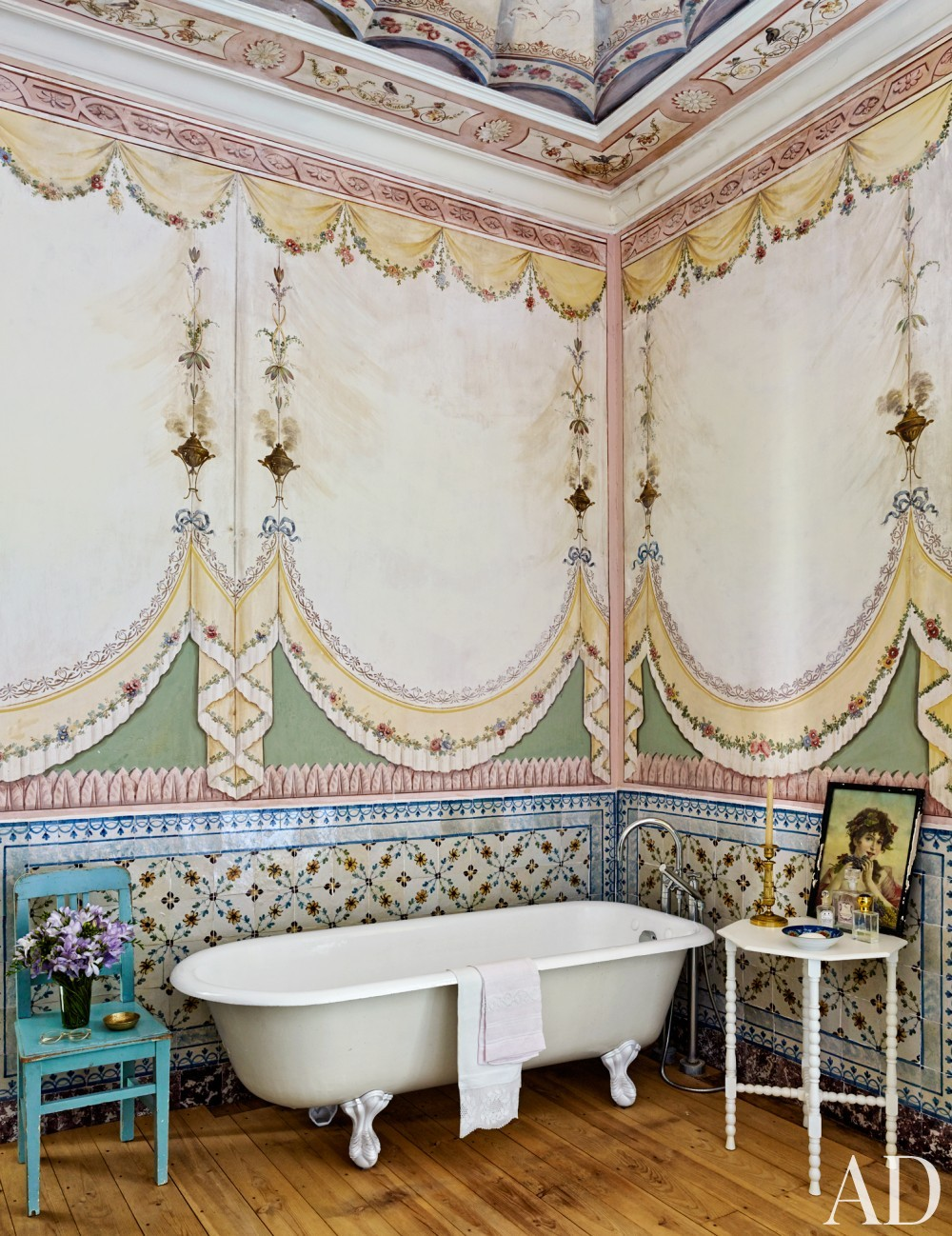 Traditional Bathroom by Pedro Espírito Santo in Lisbon, Portugal