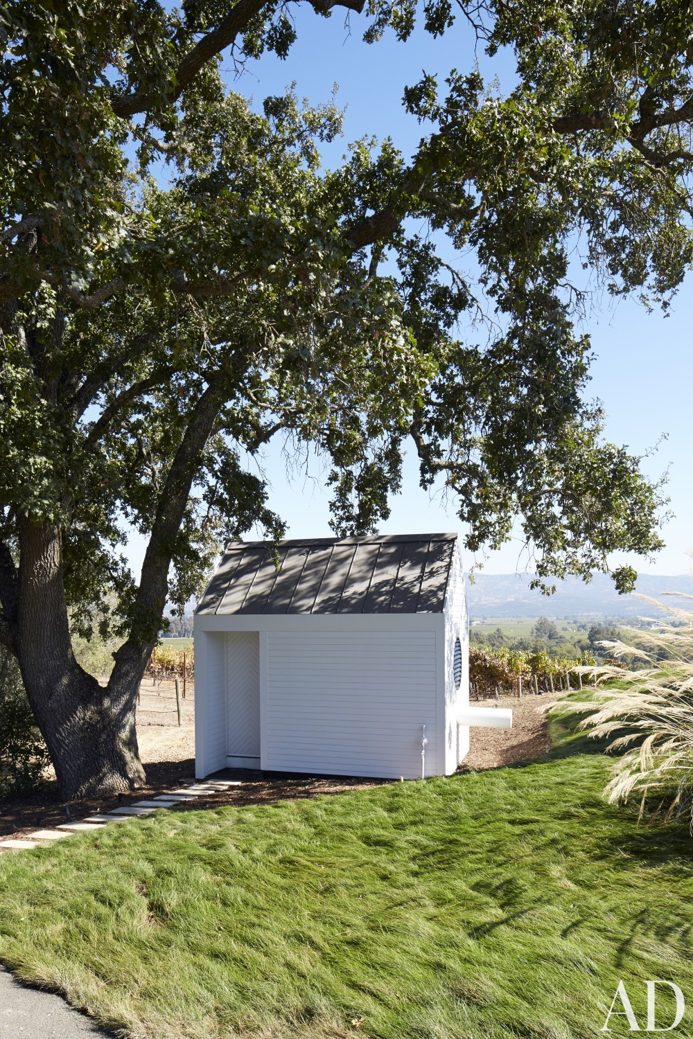 Contemporary Outdoor Space by Jeff Atlas and Jacobsen Architecture in Napa Valley, CA