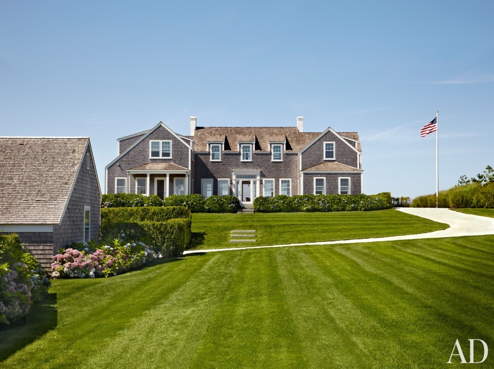 Beach Exterior by Victoria Hagen and Botticelli & Pohl Architects in Nantucket, MA