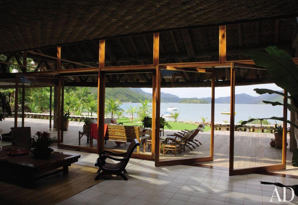 Exotic Outdoor Space and Bernardes + Jacobsen in Saco do Mamanguá, Brazil