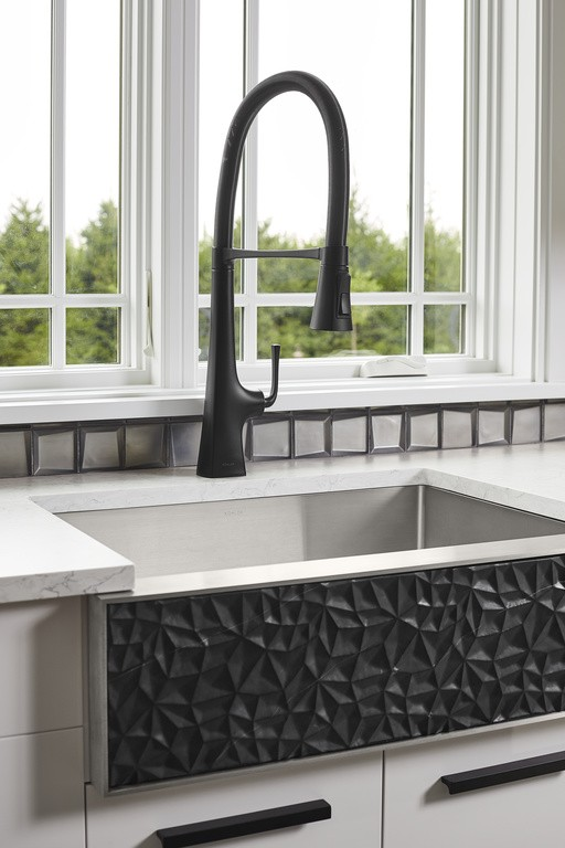 Tailor™ kitchen sink    Graze™ semi-professional kitchen faucet (coming soon)     A semi-professional faucet and stainless-steel farmhouse sink with interchangeable front panels offer convenient functionality and design versatility.