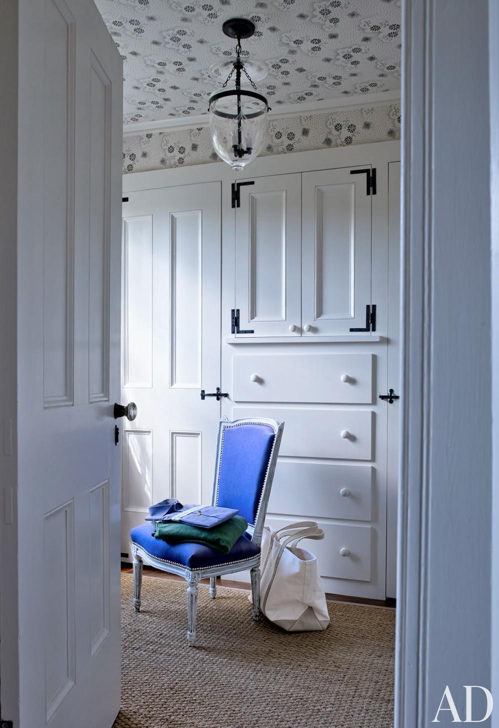 Traditional Dressing Room/Closet by Harry Heissmann and Jonathon Parisen in Hudson Valley, NY