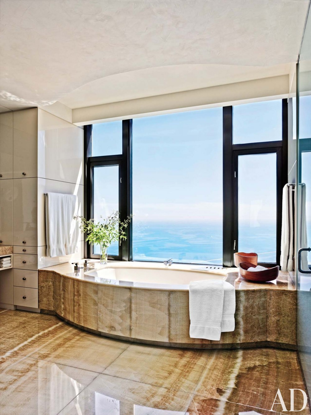 Modern Bathroom by Atelier AM and Marvin Herman & Associates in Chicago, IL