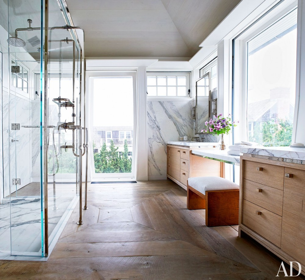 Beach Bathroom by Cullman & Cravis and Ike Kligerman Barkley in Sagaponack, NY