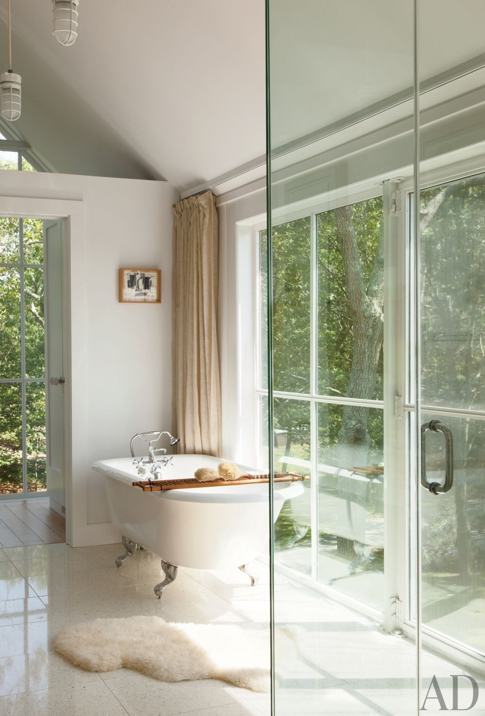 Beach Bathroom by Philip Galanes and Michael Haverland Architect in Shelter Island, New York
