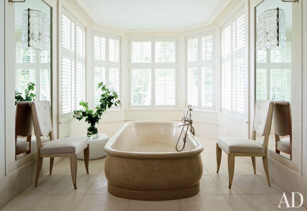 Beach Bathroom by Piccione Architecture & Design and Piccione Architecture & Design in Shelter Island, New York