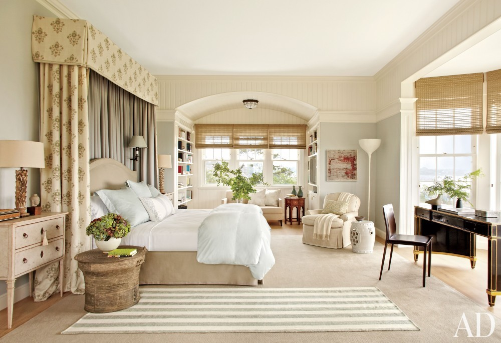 Beach Bedroom by Matthew Patrick Smyth and Peter Pennoyer Architects in The Hamptons