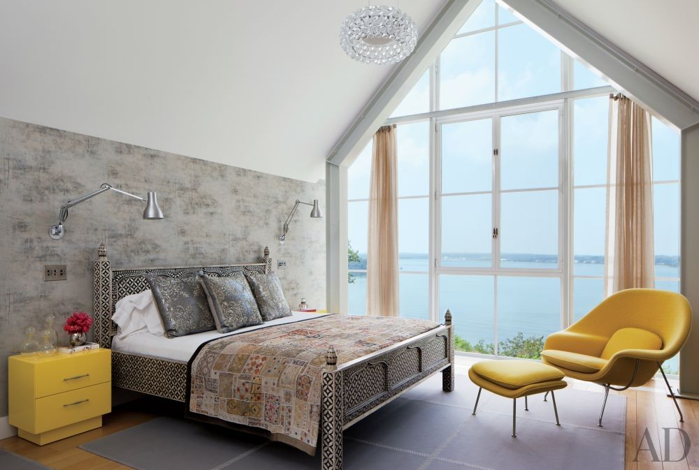 Beach Bedroom by Philip Galanes and Michael Haverland Architect in Shelter Island, New York