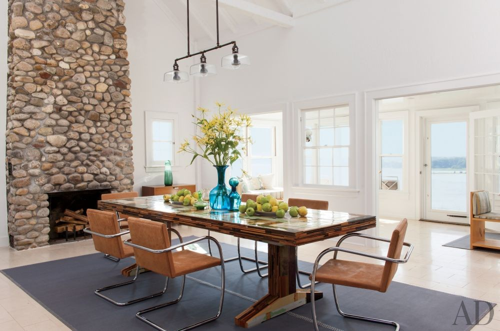 Beach Dining Room by Philip Galanes and Michael Haverland Architect in Shelter Island, New York