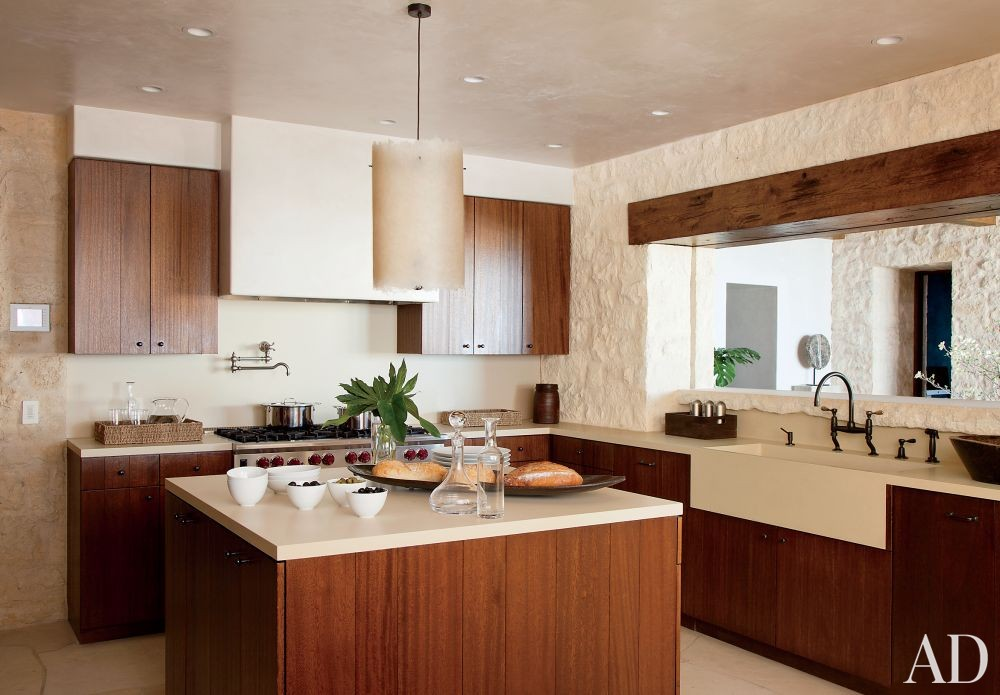 Beach Kitchen by Atelier AM and KAA Design in Laguna Beach, California