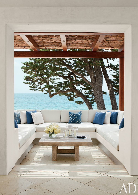 Beach Outdoor Space by Atelier AM and KAA Design in Laguna Beach, California