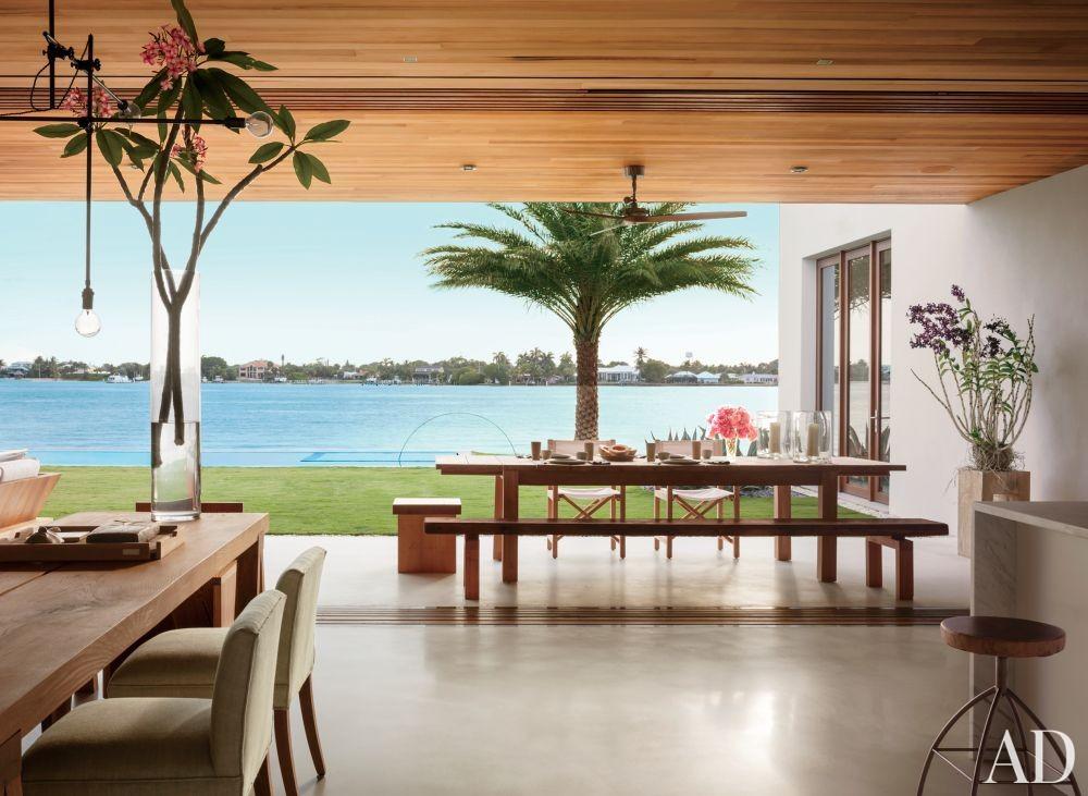 Beach Outdoor Space by 1100 Architect in Palm Beach, Florida