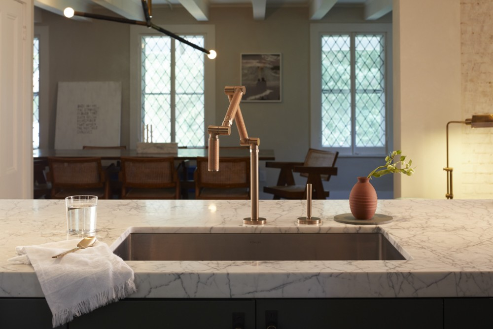 Karbon® faucet    Thoughtful lighting creates a welcoming atmosphere and the open-concept design makes the space ideal for entertaining.
