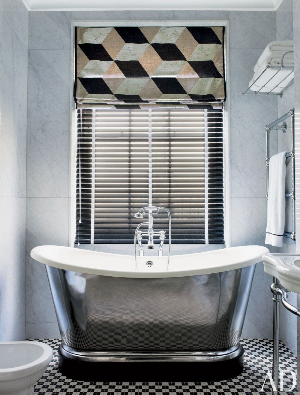 Contemporary Bathroom by Hubert Zandberg and Jan Swanepoel in London, England