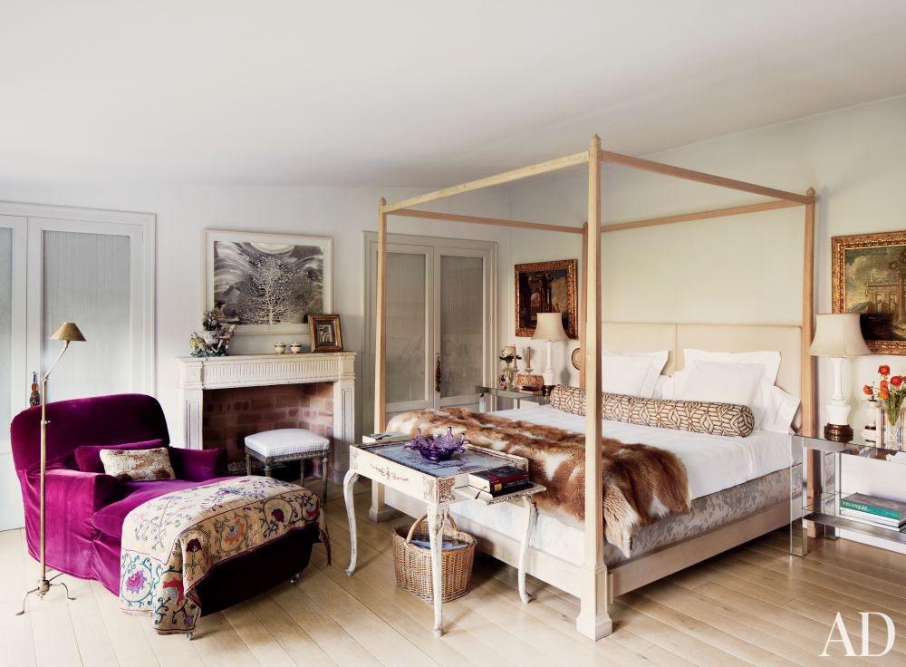 Contemporary Bedroom by El Estudio de Isabel López-Quesada and Pablo Carvajal Urquijo Architect in Madrid, Spain