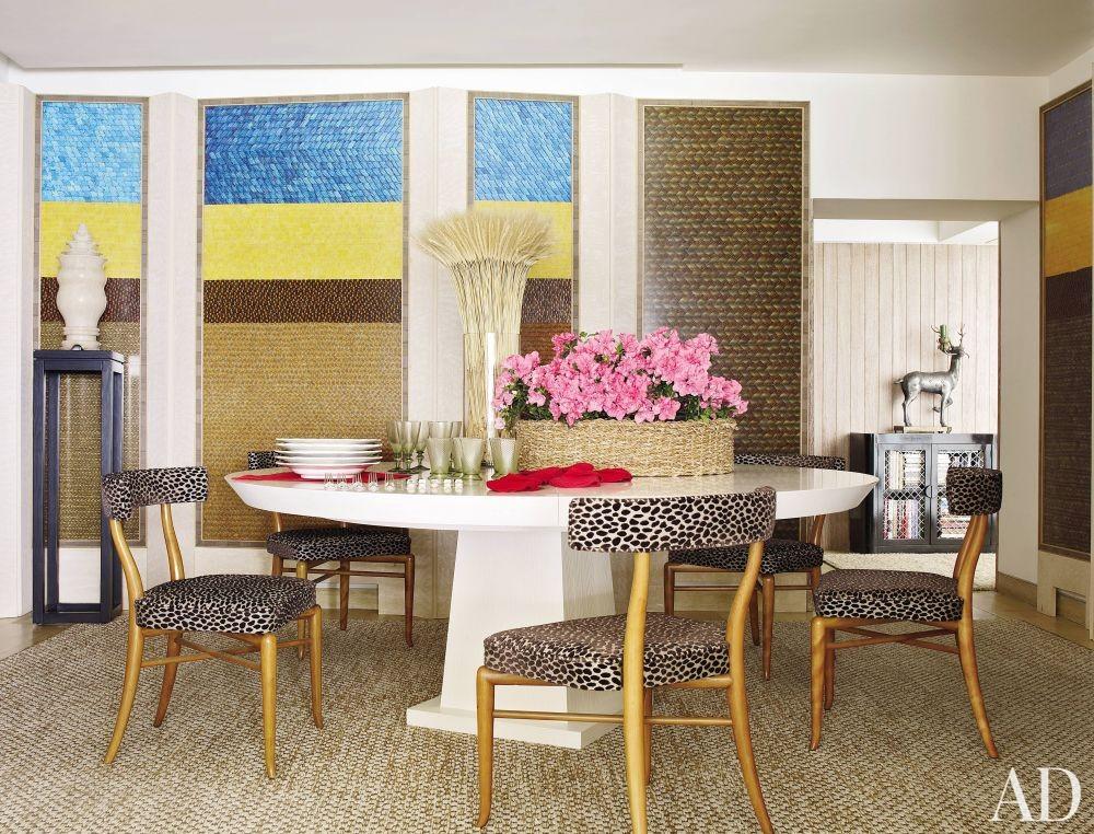 Contemporary Dining Room by Alberto Pinto and Bernardes + Jacobsen Arquitectura in Rio de Janeiro, Brazil