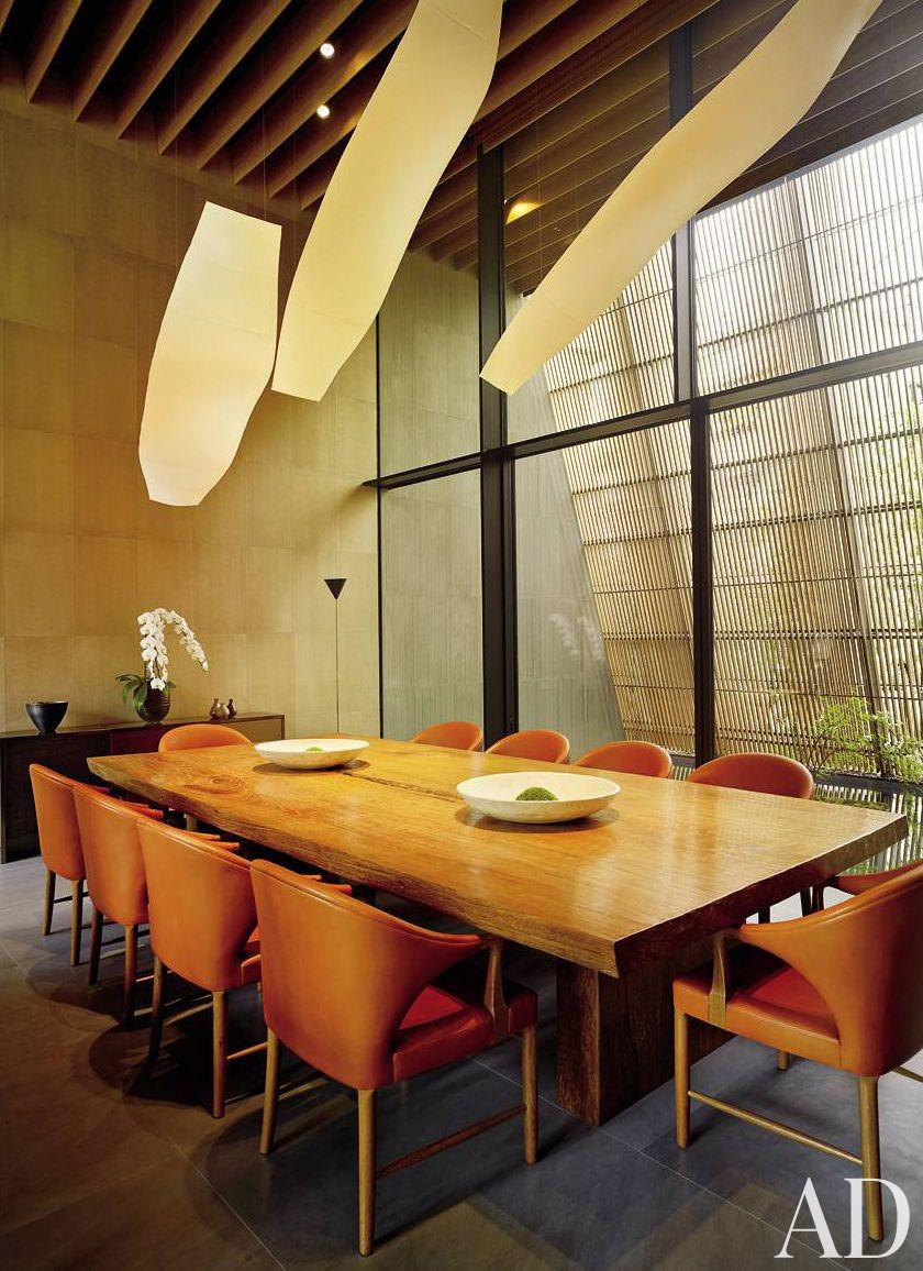 Contemporary Dining Room by Mlinaric, Henry & Zervudachi and Kengo Kuma & Associates in Japan