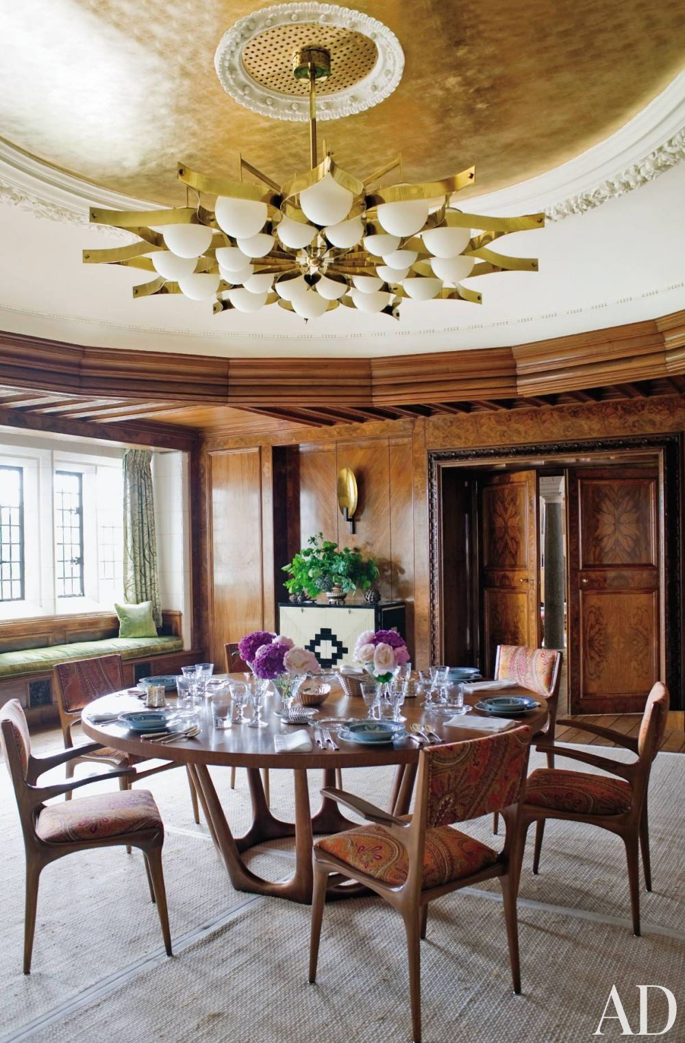 Contemporary Dining Room by Robert Couturier Inc. and Edwin Luytens in Hampshire, England