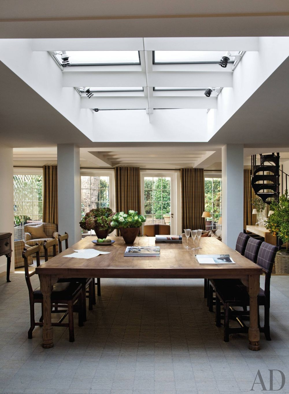 Contemporary Dining Room by Shelton, Mindel & Associates and Anthony Close-Smith in London