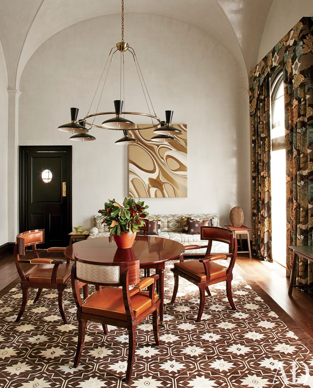 Contemporary Dining Room by S.R. Gambrel Inc. and Oliver Cope Architect in Old Westbury, New York