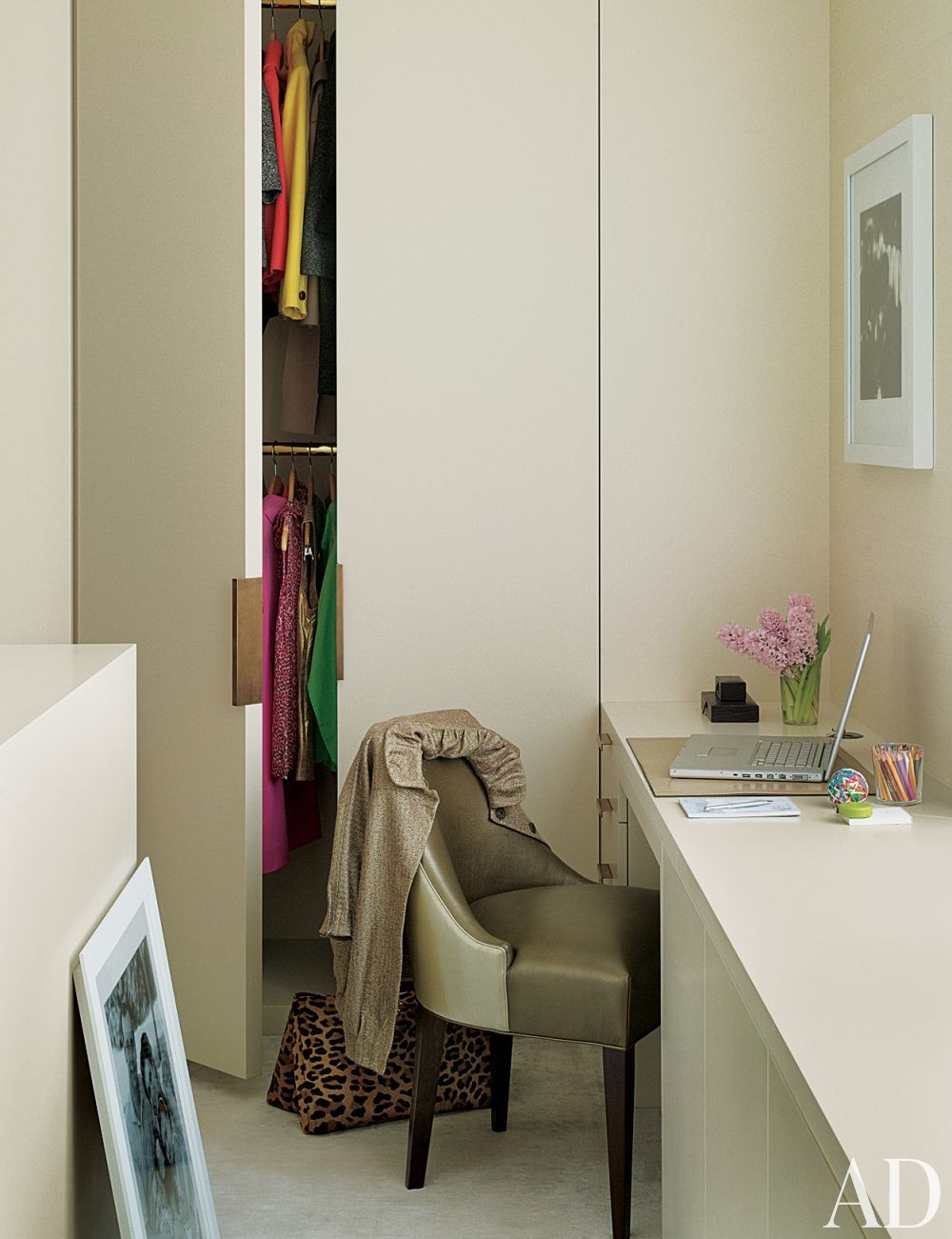 Contemporary dressing room closet by mr architecture for Dressing room accessories