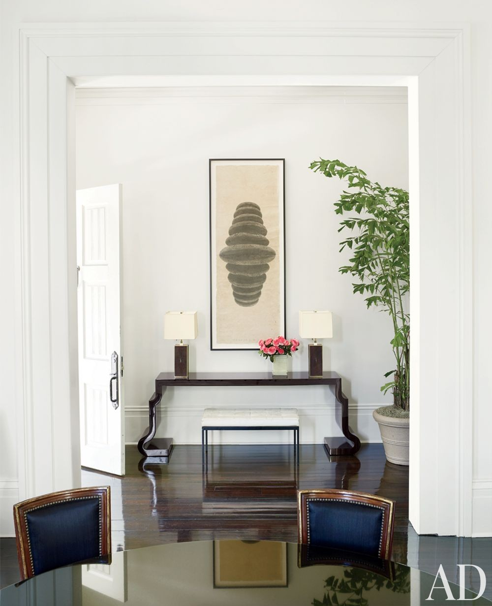 Contemporary Entrance Hall by Lee Ledbetter & Associates in New Orleans, Louisiana