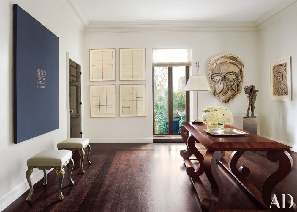 Contemporary Entrance Hall by Vicente Wolf in New York, New York