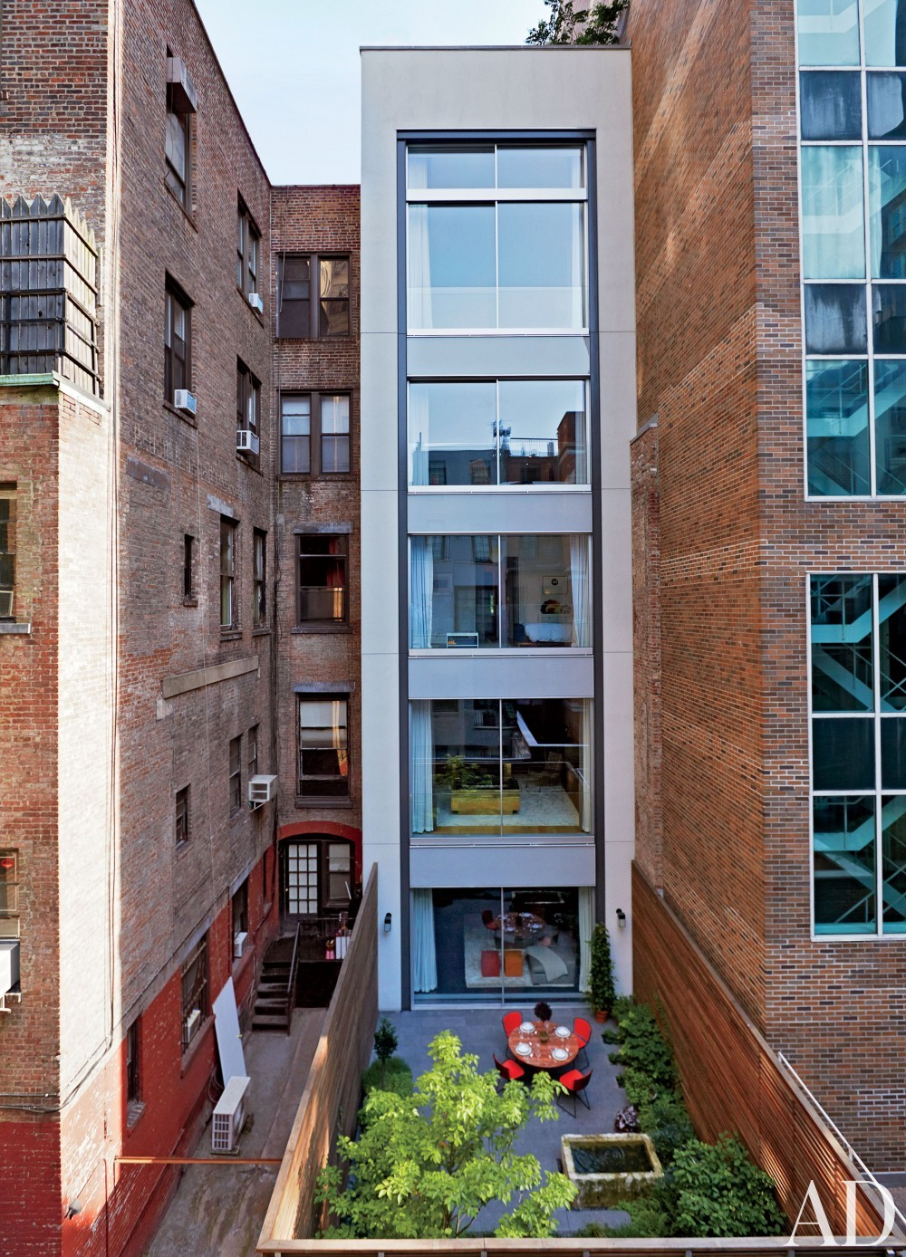 Contemporary Exterior by D'Apostrophe Design and Selldorf Architects in New York, New York