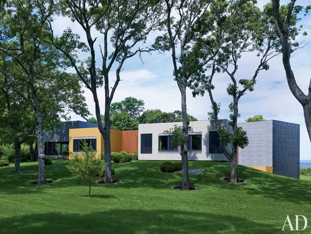 Contemporary Exterior by Muriel Brandolini and Raffaella Bortoluzzi in Hampton Bays, New York