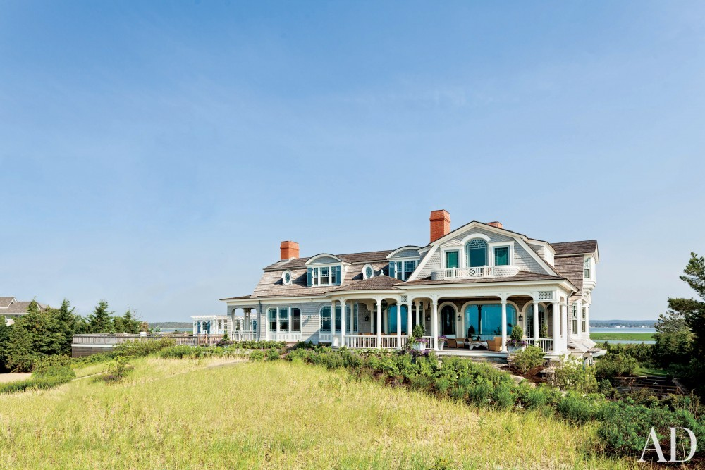 Contemporary Exterior by S.R. Gambrel Inc. and Robert A.M. Stern Architects in East Quogue, New York
