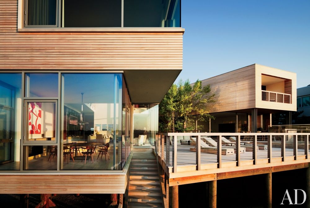 Contemporary Exterior by Thad Hayes Inc. and Leroy Street Studio in Westhampton, New York