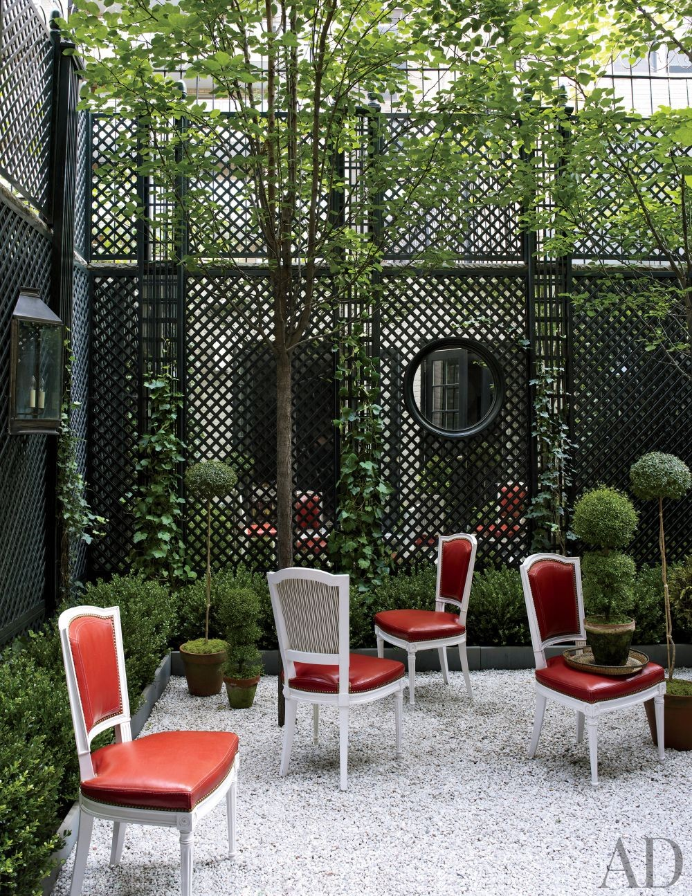 Contemporary Garden by Bilhuber and Associates and Rietveld Architects in New York, New York
