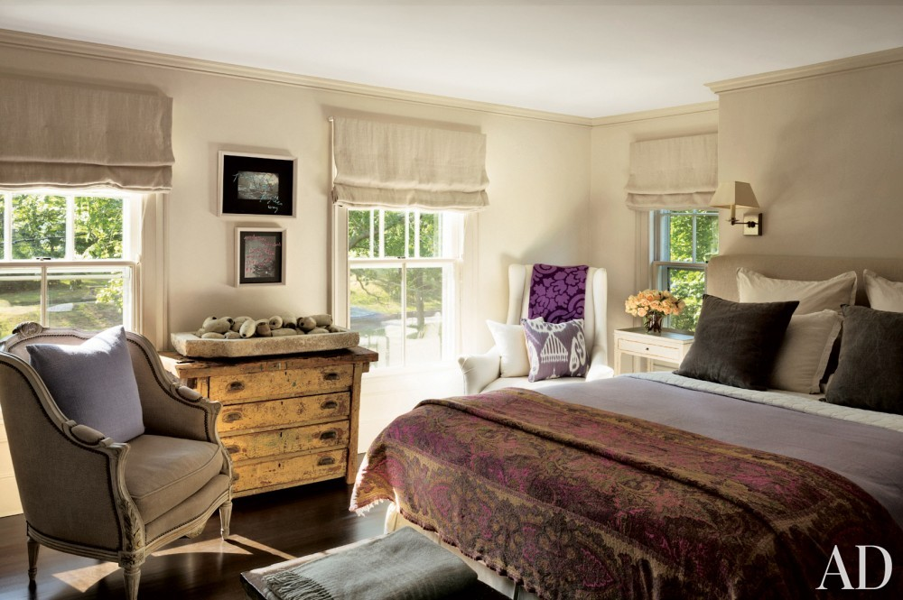 Contemporary Guest Room by Rebecca Bond in Bridgehampton, New York