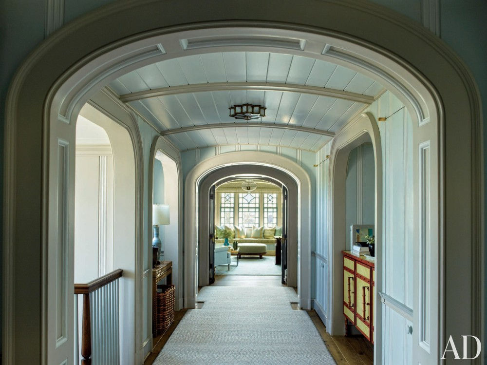 Contemporary Hallway by S.R. Gambrel Inc. and Robert A.M. Stern Architects in East Quogue, New York