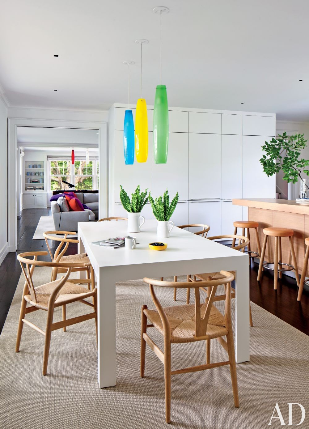 Contemporary Kitchen by Shelton, Mindel & Associates and Robert A.M Stern in East Hampton, New York