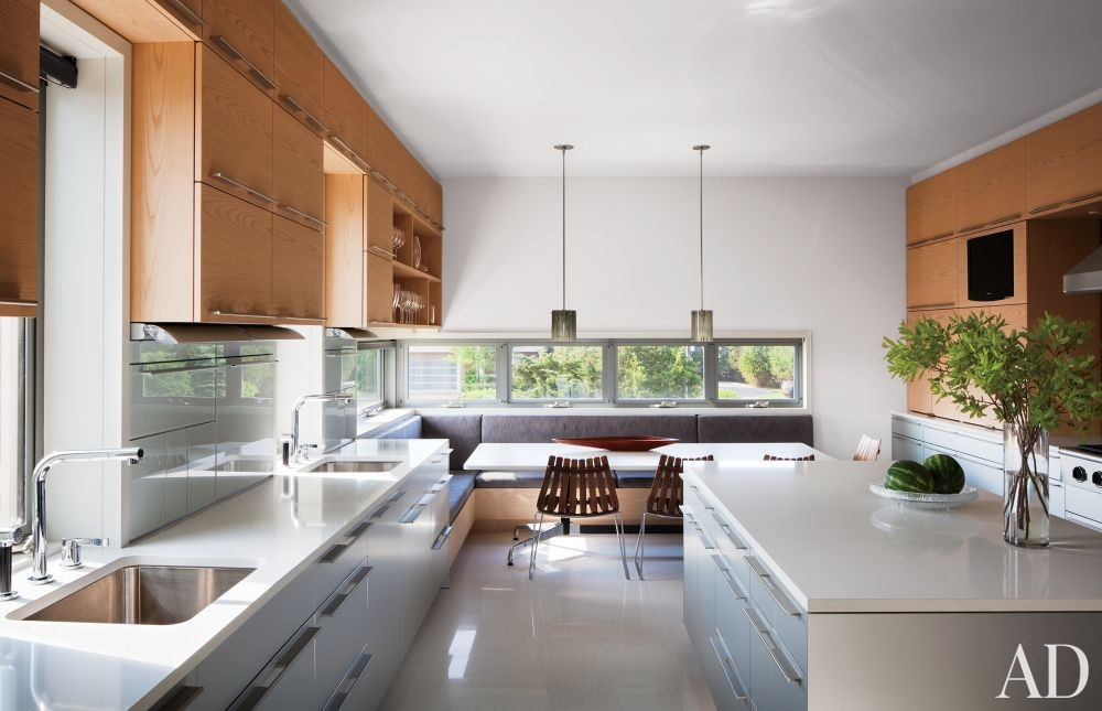 Contemporary Kitchen by Thad Hayes Inc. and Leroy Street Studio in Westhampton, New York