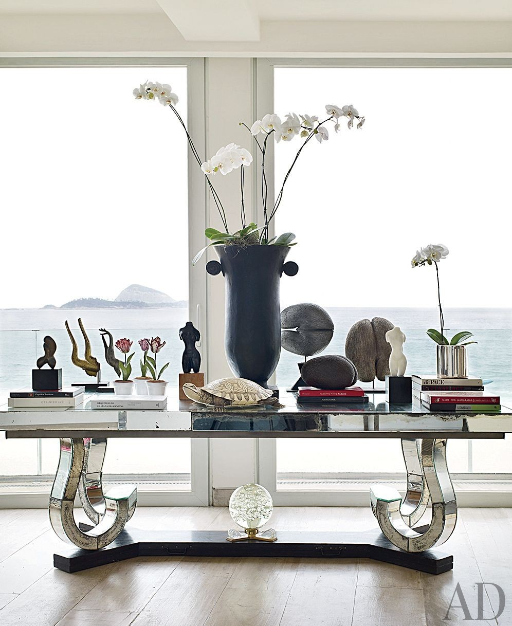 Contemporary Living Room by Alberto Pinto and Bernardes + Jacobsen Arquitectura in Rio de Janeiro, Brazil
