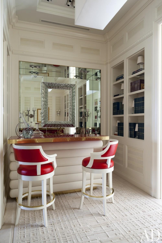 Contemporary Living Room by Roger Thomas, Wynn Design & Development in New York, New York