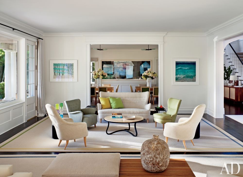 Contemporary Living Room by Shelton, Mindel & Associates and Robert A.M Stern in East Hampton, New York