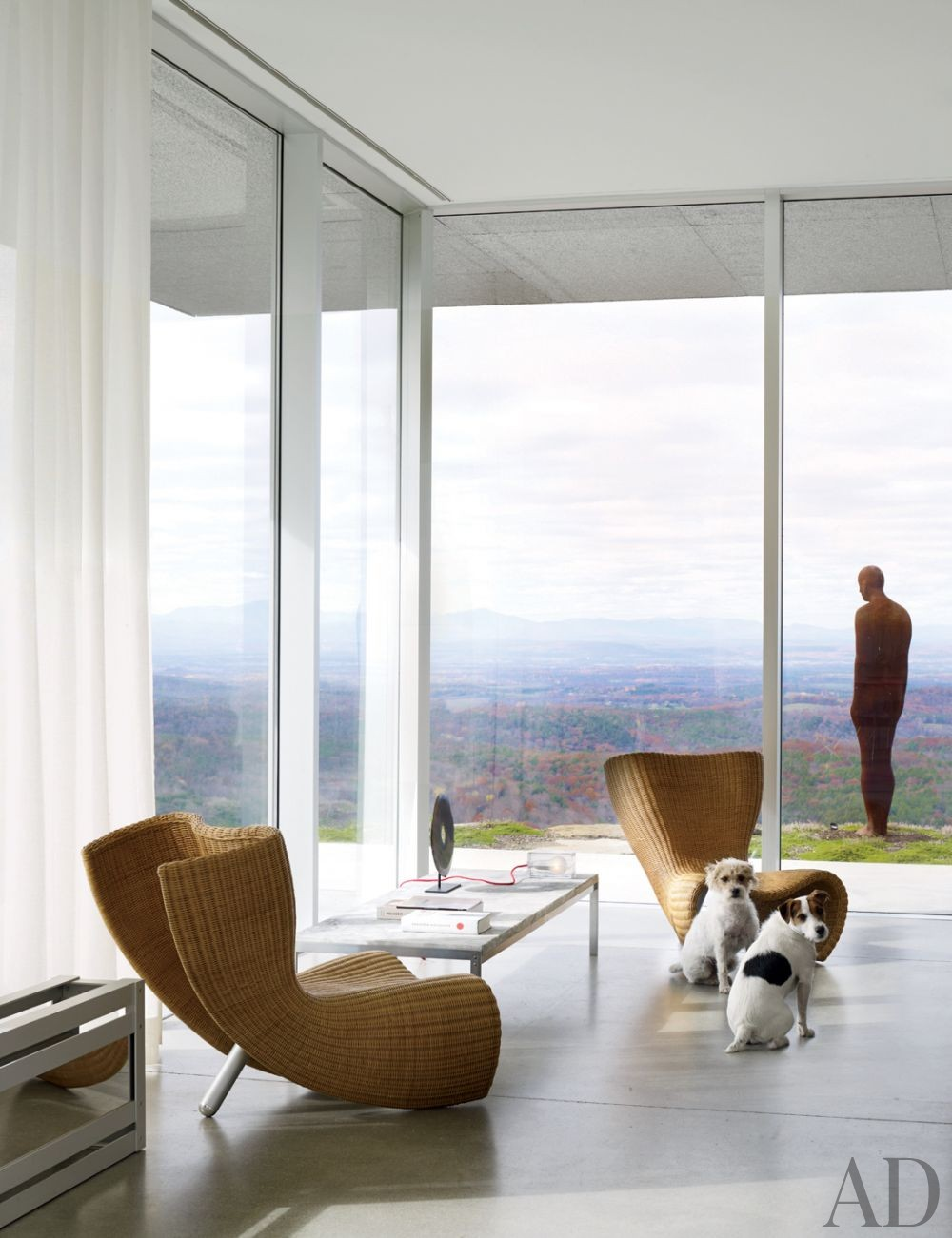 Contemporary Living Room by Toshiko Mori Architect in Hudson Valley, New York