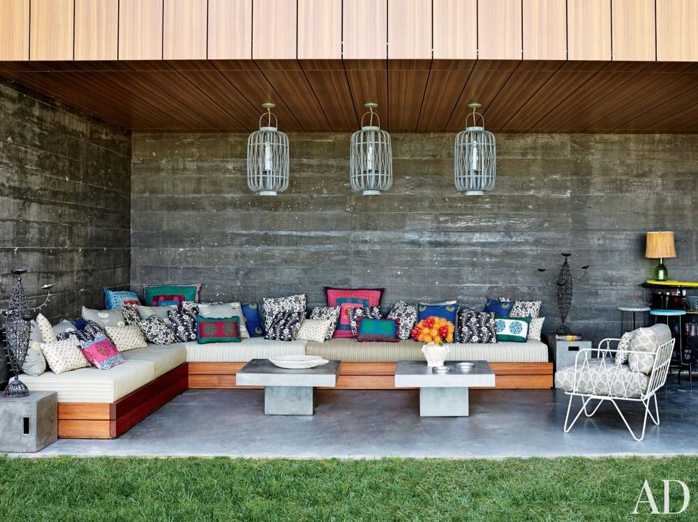 Contemporary Outdoor Space by Muriel Brandolini and Raffaella Bortoluzzi in Hampton Bays, New York