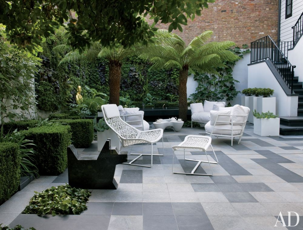 Contemporary Outdoor Space by Rafael de Cárdenas Ltd./Architecture at Large in London, England