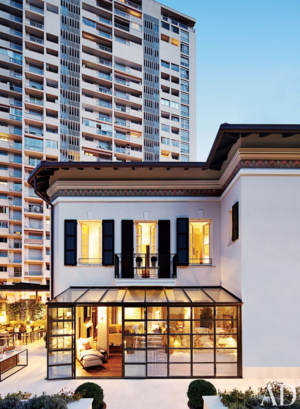 Contemporary Outdoor Space by Timothy Whealon Inc. and Bureau D\'Architecture Marc Corbiau in Monte Carlo, Monaco