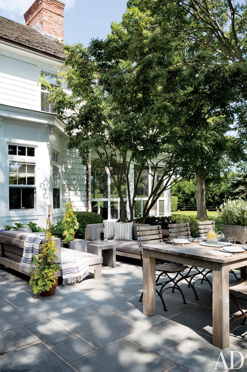 Contemporary Terrace by Rebecca Bond in Bridgehampton, New York