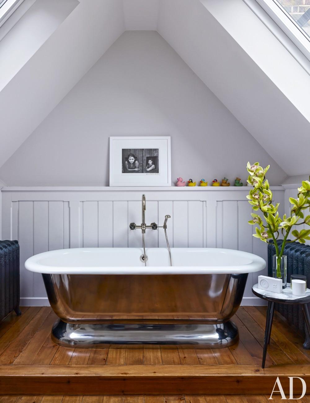 Modern Bathroom by Veere Grenney in London, UK