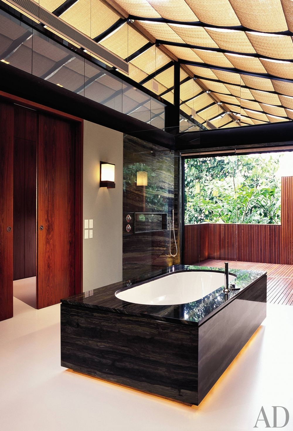 Exotic Bathroom by Mlinaric, Henry & Zervudachi and Luciano Pedrosa in Rio de Janeiro, Brazil
