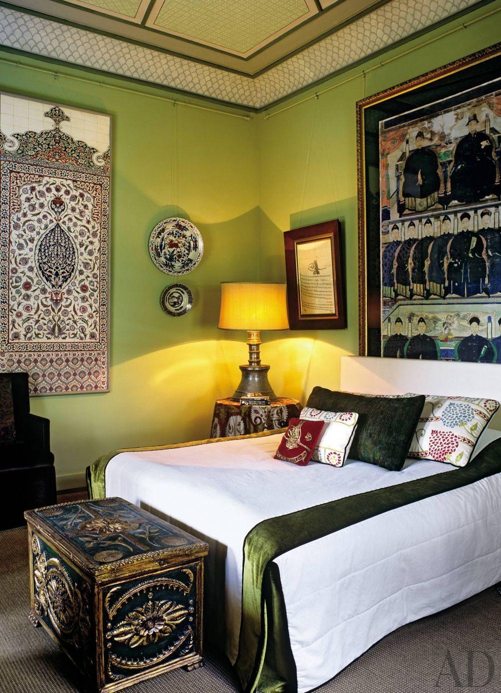 Exotic Bedroom by Serdar Gülgün in Istanbul