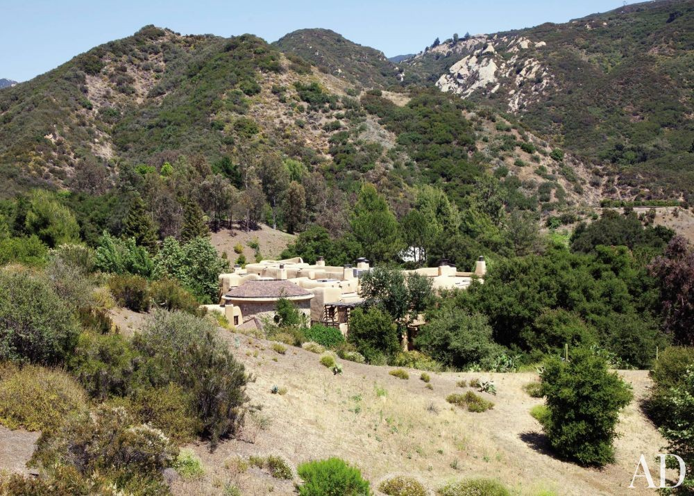Exotic Exterior by Judith Lance and Stephen Samuelson in Calabasas, California