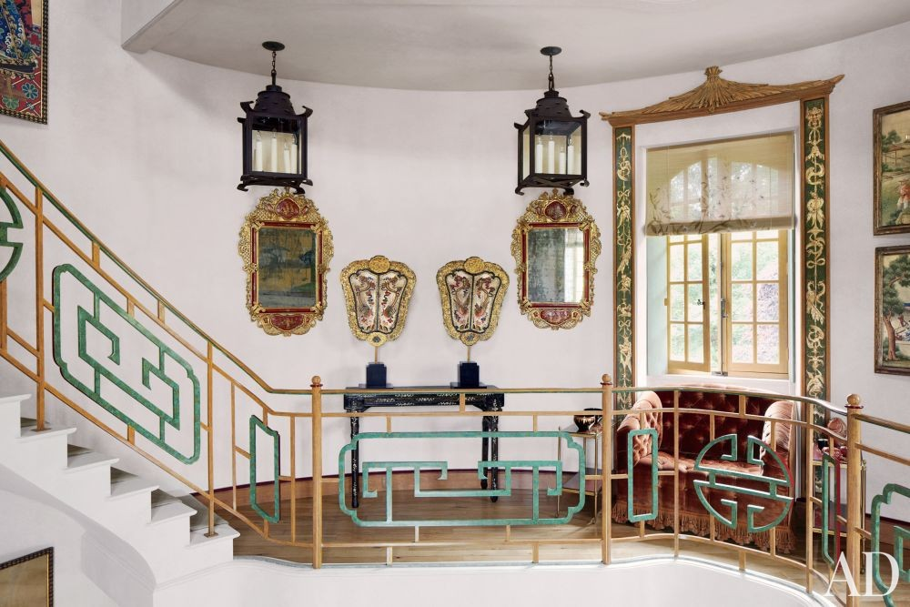 Valentino Garavani\'s Exotic Staircase/Hallway in France